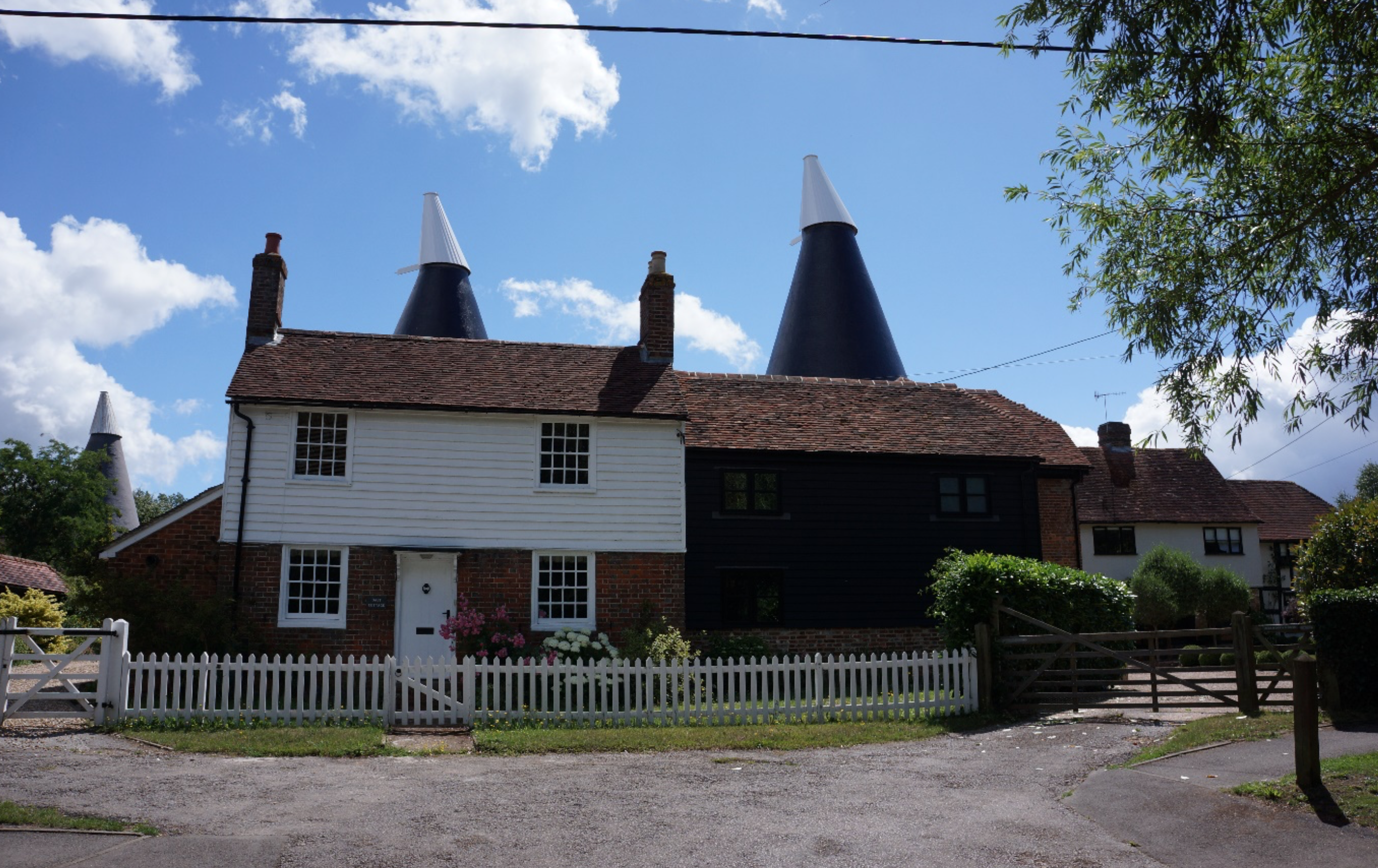 outside view of Oast Cottage Laddingford